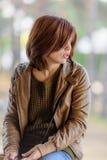 Ung kvinna för brunt hår Arkivbild
