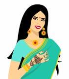 Ung kvinna för härlig indisk brunett i sari Arkivbild