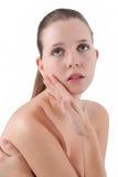 Ung kvinna för skönhet med ny ren hud, härlig framsida. Royaltyfri Foto