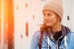 Ung kvinna för stående fotografering för bildbyråer