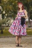 Ung kvinna för utvikningsbrud i tappningstilkläder Arkivbild