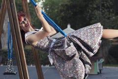 Ung kvinna för utvikningsbrud i tappningstilkläder Royaltyfri Fotografi