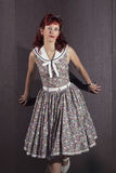 Ung kvinna för utvikningsbrud i tappningstilkläder Royaltyfria Foton