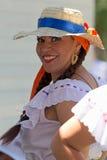 Ung kvinna från Costa Rica i traditionell dräkt royaltyfria bilder