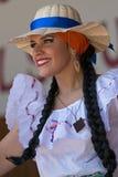 Ung kvinna från Costa Rica i traditionell dräkt Royaltyfri Foto