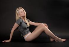 Ung kvinna i överkant och underbyxor Fotografering för Bildbyråer