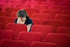 Ung kvinna i bön Fotografering för Bildbyråer