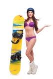 Ung kvinna i baddräkt med snowboarden Royaltyfria Bilder