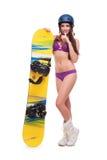 Ung kvinna i baddräkt med snowboarden Arkivbild