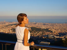 Ung kvinna i Barcelona Royaltyfri Foto