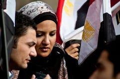 Ung kvinna i den arabiska revolutionen royaltyfria bilder