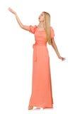 Ung kvinna i den rosa romantiska klänningen som isoleras på Royaltyfri Fotografi