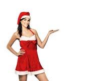 Ung kvinna i dräkt av Santa Claus med shopping på julbakgrunden Royaltyfria Bilder