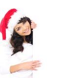 Ung kvinna i en jultomtenhatt med det tomma tecknet Royaltyfri Foto