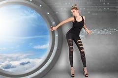 Ung kvinna i futuristic inre Royaltyfria Foton