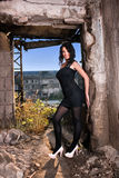 Ung kvinna i gammal fabrik Royaltyfria Foton