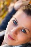 Ung kvinna i höst Royaltyfri Foto