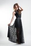 Ung kvinna i lång svart klänning royaltyfria foton