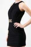 Ung kvinna i svart klänning Arkivbilder