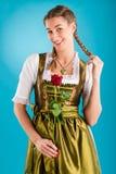 Ung kvinna i traditionell kläder - dirndl eller tracht Royaltyfria Foton
