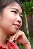 Ung kvinna i traditionella kläder Fotografering för Bildbyråer