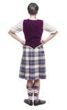Ung kvinna i traditionella kläder för skotsk dans Tillbaka pos. Royaltyfria Foton