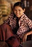 Ung kvinna i Yangon Fotografering för Bildbyråer