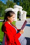 Ung kvinna i Zamosc, Polen Royaltyfri Fotografi