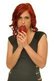 Ung kvinna med äpplet Royaltyfria Foton