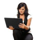 Ung kvinna med anteckningsboken Arkivbild
