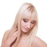 Ung kvinna med blont hår Arkivfoton
