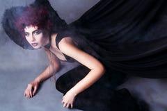 Ung kvinna med demonisk blick Fotografering för Bildbyråer