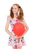 Ung kvinna med den isolerade röda ballongen Fotografering för Bildbyråer
