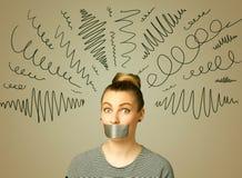 Ung kvinna med den limmade munnen och lockiga linjer Arkivfoton