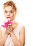 ung kvinna med den rosa liljan royaltyfria bilder