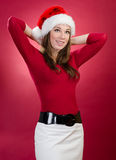 Ung kvinna med den Santa hatten Arkivbild
