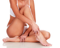 Ung kvinna med den slanka kroppen royaltyfri fotografi
