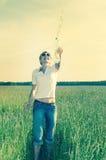 Ung kvinna med en flaska av vatten royaltyfri bild