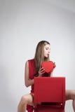 Ung kvinna med en röd klänning Arkivfoto