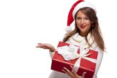 Ung kvinna med en Xmas-gåva och pengar fotografering för bildbyråer