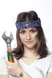 Ung kvinna med ett hjälpmedel Arkivbild