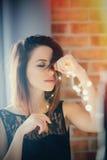 Ung kvinna med felika ljus Royaltyfria Foton