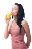 Ung kvinna med fruktsaft Arkivbilder