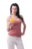 Ung kvinna med fruktsaft Royaltyfri Fotografi