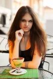 Ung kvinna med glass Fotografering för Bildbyråer
