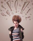 Ung kvinna med hårstil och hand dragit utroptecken Royaltyfri Bild