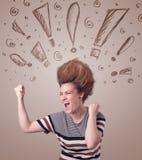Ung kvinna med hårstil och hand dragit utroptecken Royaltyfria Foton