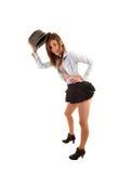 Ung kvinna med hatten. Arkivbild