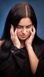 Ung kvinna med huvudvärk Arkivfoto