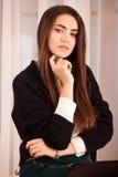 Ung kvinna med ljus makeup royaltyfria bilder